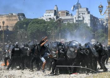 Argentina aprova reforma da Previdência em meio a intensos protestos